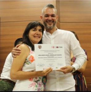 Orlando González Fandiño acompañado por Carla Celia Martínez Aparicio, Directora de Carnaval S.A.S.